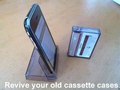 I Phone Stand from cassette tape case. Open the cassette tape case all the way as shown The iphone stand is ready for use Daa! Iphone Holder, Iphone Stand, Iphone Cases, Smartphone Holder, Diy Cell Phone Stand, Smartphone Hacks, Ipad Holder, Cd Cases, Iphone Phone
