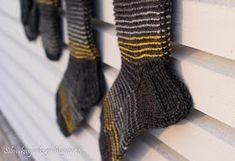 Silmukanjuoksuja: joulukuuta 2015 Leg Warmers, Fingerless Gloves, Legs, Fashion, Leg Warmers Outfit, Fingerless Mitts, Moda, Fashion Styles, Fingerless Mittens