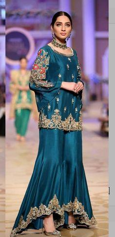 Simple Pakistani Dresses, Pakistani Wedding Dresses, Simple Dresses, Beautiful Dresses, Nice Dresses, Heavy Dresses, Ethnic Fashion, Indian Fashion, Couture Dresses