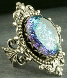 I want this ring!!! Bad!!!