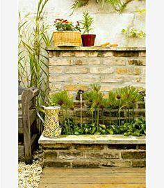 O quintal, espaço predileto de Sérgio e Luciana, ganhou uma fonte feita de ...