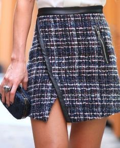 Lovely tweed skirt! 60 Fashion, Fashion Outfits, Cute Skirts, Mini Skirts, Simple Outfits, Casual Outfits, Diy Clothes, Clothes For Women, Kids Outfits Girls