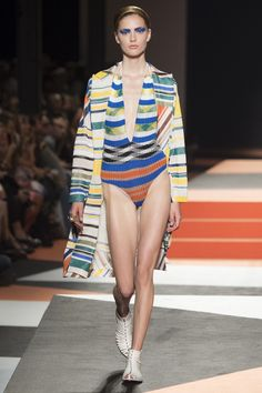 See all the Collection photos from Missoni Spring/Summer 2016 Ready-To-Wear now on British Vogue Missoni, Geometric Fashion, Colorful Fashion, Fashion Show 2016, Spring Fashion, Milano Fashion Week, Milan Fashion, Striped Knit, Spring Summer 2016