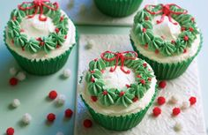 Christmas Wreaths - could decorate my Christmas pudding cupcakes like this!