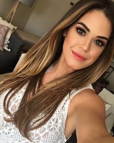 "118.2k Likes, 352 Comments - JoJo Fletcher (@joelle_fletcher) on Instagram: ""@emmawillismakeup can you live with me? """
