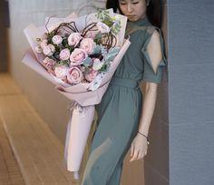 Pink Flower Bouquet, Bouquet Wrap, Gift Bouquet, How To Wrap Flowers, Silk Flowers, Bridesmaid Dresses, Wedding Dresses, Floral Arrangements, Korean Fashion