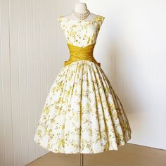 1950s golden floral full skirt party dress -classic silhouette with a fitted bodice and a super full and fluffy skirt -wide neckline and low scooped back -flattering ruched waistline finished with a huge bow at the back -bodice lined in a acetate -skirt lined in tulle for form and body -stiff pellon under skirt for fullness -back metal zipper *i upload large pictures, so please use the zoom feature at the bottom right corner of each picture for a closer look. me...