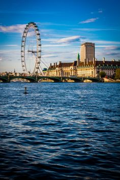 London Eye / Posed by. London Eye, England Ireland, London England, Rio Tamesis, Life Is A Journey, River Thames, London Calling, Top Of The World, Best Cities