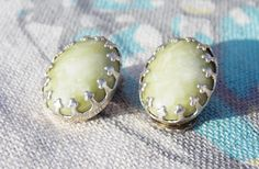Vintage Green, Jade colour Marbelled stone Clip on Earrings by TinksVintageTreasure on Etsy