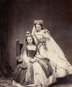 "Portraits of Participants of the 'Märchenball' von ""Jung-München"" in Costume. Victorian Fancy Dress, Victorian Fashion, Vintage Fashion, Historical Costume, Historical Clothing, Old Pictures, Old Photos, Antique Pictures, Vintage Photographs"