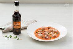 Il pesce spada con salsa ai pomodori è un delizioso secondo di mare dai profumi mediterranei, realizzato con pochi ingredienti di qualità.