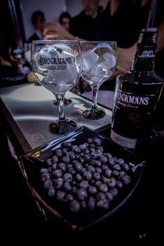 Arándano negro, alma de Brockmans Gin. Brockmans Gin, Gin Tonic, Gin Festival, Premium Gin, White Wine, Alcoholic Drinks, Lips, My Love, Festivals