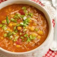 Przepis na Zupa z kurczaka, kukurydzy i pomidorów. Kolorowa i bardzo smaczna zupa – trochę podobna do tej, którą przygotowywałam już dawno temu, teraz jednak…