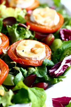 Uunissa paahdetut pinjansiemenet maistuvat pähkinäisille Caprese Salad, Vegetables, Food, Essen, Vegetable Recipes, Meals, Yemek, Insalata Caprese, Veggies