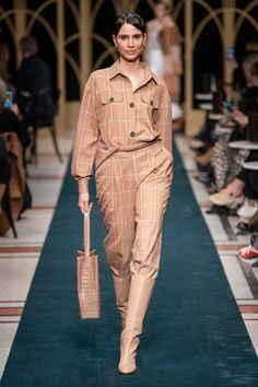 Marc Cain Berlin Herbst/Winter - Fashion Shows Winter Fashion Outfits, Fall Winter Outfits, Fashion Week, Autumn Winter Fashion, Fashion Show, Fashion Trends, High Fashion, Business Dress, Jeans Trend