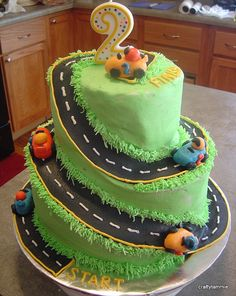 Race car cake - It's a good thing I don't have boys because @Amber Diersing sister would hate making this cake for me.
