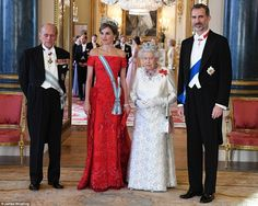 dailymail: Spanish State Visit to the UK, Day 1, July 12, 2017-At the State Banquet-Duke of Edinburgh, Queen Letizia wearing the Spanish Tiara known as 'La Buena', Queen Elizabeth in her Brazilian Aquamarine Parure, and King Felipe; in the far background in pink is the Duchess of Cambridge