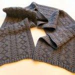 """Designerin: Das Muster dieses Schals stammt von historischen Pullovern der englischen Seeleute, diese Pullover werden """"Gansey"""" oder auch """"Guernsey"""" genannt. Material: 250g """"Adesso"""" von Lana Grossa …"""