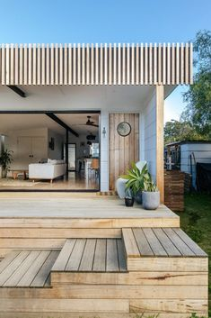 This Classic Fibro Beach Shack is Updated for a Young Family - 🌟Tante S!fr@ loves this📌🌟This Classic Fibro Beach Shack is Updated for a Young Family - Ideas Cabaña, Decor Ideas, Haus Am See, Casas Containers, Beach Shack, Deck Design, Beach House Decor, Beach House Designs, Beach House Bathroom