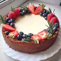 Cheesecake is a classic American dish .-Чизкейк – классическое блюдо американской к… Cheesecake – a classic American dish that has firmly entered the menu of cafes around the world - Cake Recipes, Dessert Recipes, Gourmet Desserts, Artisan Food, Food Platters, Food Decoration, Cake Decorating Techniques, Cafe Food, Strawberry Recipes