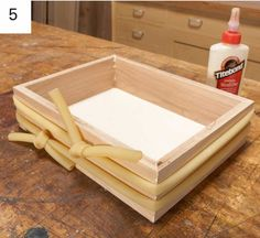 You don& need much to master the art of the DIY jewelry box! Basic stained wood and felt will do the trick: here& a free tutorial. Woodworking Box, Woodworking Magazine, Popular Woodworking, Custom Woodworking, Woodworking Projects Plans, Jewelry Box Plans, Small Jewelry Box, Simple Jewelry, Diy Jewelry