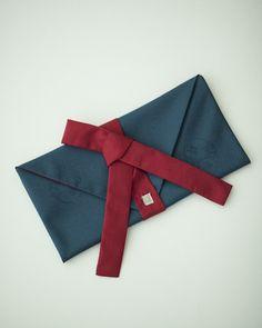 좋은일만 있으라고 - 호호당 Korean Traditional, Traditional Design, Brand Packaging, Packaging Design, Clutch Wallet, Pouch, Diy And Crafts, Arts And Crafts, Classy Christmas
