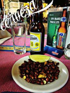 La cerveza victoria la unica con exportable, con cacahuates de Oaxaca....