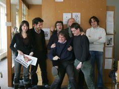 """PHOTOS. """"Charlie"""" attaqué : hommage à Charb, Cabu, Wolinski... - L'Obs  Photo prise le 15 mars 2006 dans les locaux de """"Charlie Hebdo"""". Devant, Cabu et Charb ; derrière Cabu se trouve Tignous."""
