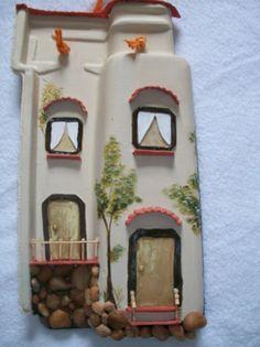 Dicas de Artesanato em Telha de Barro Ceramic Tile Crafts, Clay Tiles, Clay Crafts, Crafts To Make, Arts And Crafts, Decoupage, Tile Steps, Antique Tiles, Vintage Cafe