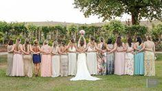 Foto divertida com as Madrinhas  Do post:  Casamento ao ar livre de Karine e Matheus|   Blog Clube Noivas Foto: Anchell Fotografia   #madrinhadecasamento #madrinha #Casamento