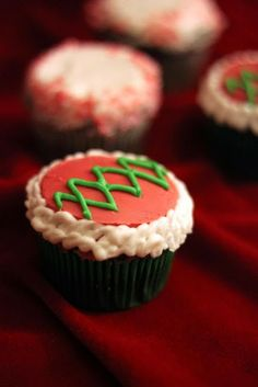 Ugly Sweater cupcakes - Chocolate Mocha Cake ft. Peppermint Frosting + Ganache