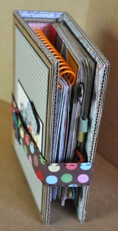 Travel Journal Ideas Diy Smash Book Mini Albums Ideas For 2019 Mini Album Scrapbook, Scrapbook Pages, Travel Scrapbook, Scrapbook Cover, Kids Scrapbook, Wedding Scrapbook, Scrapbook Layouts, Mini Albums, Travel Album