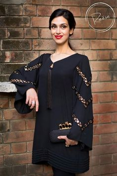Pin by rishu chopra on indian women suit in 2019 Kurti Sleeves Design, Sleeves Designs For Dresses, Dress Neck Designs, Blouse Designs, Pakistani Fashion Casual, Pakistani Dresses Casual, Pakistani Dress Design, Stylish Dresses For Girls, Stylish Dress Designs