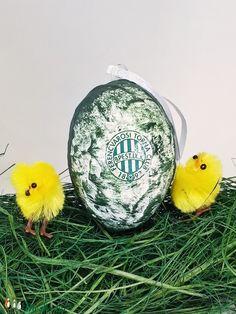 FTC sötétben világító húsvéti tojás foci rajongói meglepetés tojás nem csak húsvétra, névnapra, szülinapra, gyermeknapra (Biborvarazs) - Meska.hu Christmas Bulbs, Holiday Decor, Diy, Christmas Light Bulbs, Bricolage, Do It Yourself, Homemade, Diys, Crafting