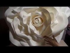 ОГРОМНЫЕ РОЗЫ из изолона. Часть 3 - YouTube Giant Paper Flowers, Big Flowers, Diy And Crafts, Paper Crafts, Flower Stands, Mason Jar Diy, Flower Tutorial, Flower Crafts, Flower Making
