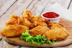 The Secrets of Perfect Fried Chicken - portuguese cuisine - Frango Receitas Garlic Fried Chicken, Garlic Chicken Wings, Crispy Chicken Wings, Buttermilk Fried Chicken, Baked Chicken, Chicken Balls, Crack Chicken, Poulet Kentucky, Kentucky Fried