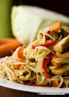 En China han comenzado ya los festejos del Año Nuevo Lunar, y nosotros nos hemos inspirado en ellos para preparar este riquísimo chop suey de pollo http://cocinamuyfacil.com/receta-de-chop-suey-de-pollo/