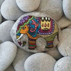 Canvas Painting Designs, Dot Art Painting, Pebble Painting, Pebble Art, Stone Painting, 3d Hand Art, Peacock Painting, Painted Rocks Kids, Rock And Pebbles