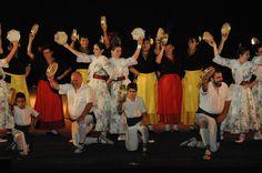 https://flic.kr/p/KSXYos | 74ème Festival Folklorique International Danses et Musiques du Monde | N'hésitez pas à consulter notre site internet www.tourisme-amelie.com  Dès le début du 20° siècle et notamment lors des fêtes du Carnaval, un groupe de jeunes gens et de jeunes filles exécutait dans les rues de la ville des danses folkloriques catalanes.  Jean TRESCASES, fondateur des Danseurs catalans d'Amélie les bains en 1935, créa en 1936 un festival folklorique des provinces françaises.  Et…