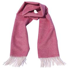 A beautiful warm scarf with a subtle fishbone design made of 100% baby alpaca wool. This colourful scarf is extremely soft, comfortable and warm. You can wear it the whole year round - it will never go out of style! #alpacawool #babyalpaca #babyalpacawool #peru #fairtrade #sustainable #animalfriendly #scarf #scarves