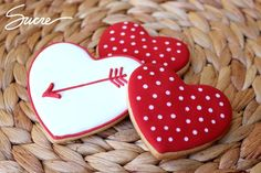 Find best ideas / inspiration for Valentine's day cookies. Get the best Heart shaped Sugar cookies for Valentine's day & royal icing decorating ideas here. Valentine's Day Sugar Cookies, Fancy Cookies, Iced Cookies, Cute Cookies, Royal Icing Cookies, Cupcake Cookies, Cookies Et Biscuits, Cupcakes, Valentines Day Cookies