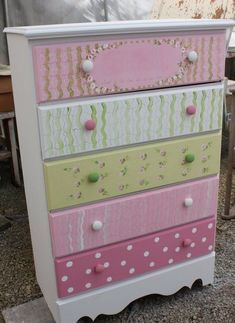 Such a cute, pretty chest of drawers, perfect for a little