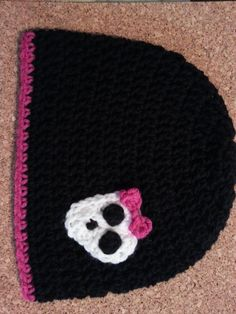 Crochet Pattern Flowers Easy Girly Skull with Bow Applique Crochet Pattern : cRAfterChick - Free Crochet Patterns and Projects Crochet Quilt, Crochet Cross, Crochet Baby, Free Crochet, Knit Crochet, Crocheted Hats, Crochet Flower Patterns, Crochet Flowers, Easy Crochet Projects