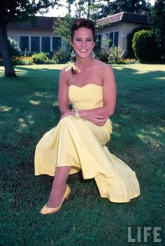 Picture of Linda Blair Linda Blair, Strapless Dress Formal, Formal Dresses, Life Pictures, Celebs, Celebrities, Bellisima, Movie Stars, Actresses
