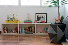 Sala de estar   Sobre a mesa lateral, escultura de cerâmica Dog Bladder. Ambas as peças são da Mix & Match. Piso de cumaru, da ParquetSP (Foto: Cacá Bratke/Casa e Jardim)
