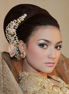 make up wedding but prolly with pink or red lips!