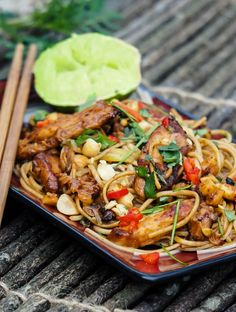 Easy dinner recipe for Thai Chicken Noodle Stir Fry with peanuts
