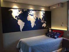 Papel de Parede Mapa Mundi sob medida aplicado. Cama Design, Future House, Ideas Para, Wallpaper, Room, Diy, Decorations, Home Decor, Wall Papers