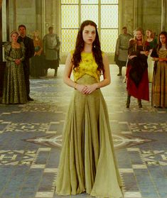 Best and Worst Looks From Reign - Your Friend Elle