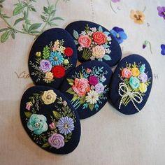 꽃을 꽂다가 꽃을 수놓다.... 꽃집에서 꽃 수놓기~  #원주프랑스자수 #프랑스자수 #브로찌자수 #입체자수 #꽃집에서 수놓기